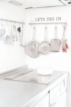 劇的に汚れが落ちたッ!フライパンの底のしつこい汚れには○○が1番♪ | PAS A PAS -DIYとGREENのある暮らし- Soap, Dishes, Image, Tablewares, Bar Soap, Soaps, Dish, Signs, Dinnerware