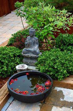 Armonioso jardín Zen para meditar.