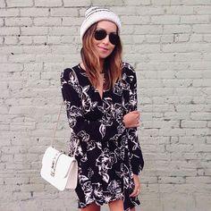 Pin for Later: 19 Styling-Tipps um Beanies zu jedem Outfit zu tragen Als Statement mit einem romantischen Kleid