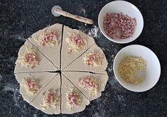Gluteenittomat kinkku-juustosarvet | Himoleipuri 200 Calories, Pie, Gluten Free, Cheese, Desserts, Food, Torte, Glutenfree, Tailgate Desserts