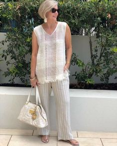 One of those outfits you put on & instantly feel stylish with minimal effort. Simple & classic neutrals for a chic 'European' look. Over 60 Fashion, Over 50 Womens Fashion, Fashion Over 50, Look Fashion, Fashion Outfits, Plus Fashion, Stylish Older Women, Older Women Fashion, Fashion Tips For Women