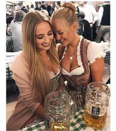 ‒⋞☂️Oktoberfest - New Site German Girls, German Women, Octoberfest Girls, Oktoberfest Beer, Drindl Dress, Beer Maid, Chica Punk, Beer Girl, Root Beer