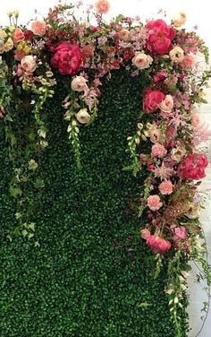Love this blooming wall, organic flower arrangement.... maybe we can incorporate ferns ?