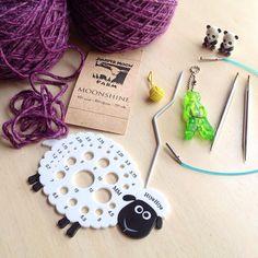 HiyaHiya Sheep Needle Gauge, Kitty Snips, Small Yarn Ball Stitch Markers and Panda Li Point Protectors We love this picture which from @coselaluna ! Hiya Hiya addict... 😁 Estrenando regalitos y deseando tejer esta Juniper Moon 😍 --- @coselaluna (Instagram Name) said.