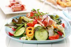 можно сделать такой салат: ветчина или бекон, редис, зеленый салат, огурец, томат, сладкий перец, рукола, оливковое масло и специи.