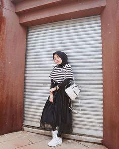 47 Combination Tricks Hijab Vintage For Women Hijab Casual, Hijab Chic, Ootd Hijab, Hijab Dress, Modern Hijab Fashion, Street Hijab Fashion, Muslim Fashion, Modest Fashion, Fashion Outfits