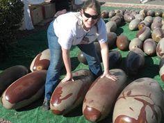 Giant Shiva Lingam/Lingham stones: http://2.bp.blogspot.com/-M2tbaCSBnUE/T2eYF6p-pqI/AAAAAAAAArA/Fk6DJ8dGHgU/s320/tuscontodd9.JPG