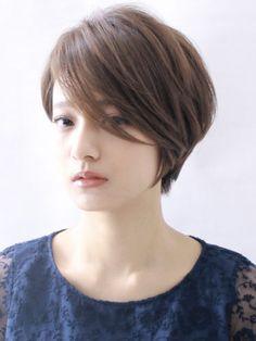 大人の前髪長めショート