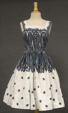 precious little pink dress! Vintage Prom, Vintage Dresses, Vintage Outfits, Vintage Clothing, Baby Girl Party Dresses, Girls Dresses, 1950s Fashion, Vintage Fashion, Little Pink Dress