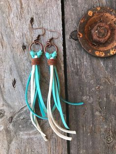Every outfit needs a pair of earrings! These long leather earrings, made from soft deerskin leather, are the perfect accessory to any outfit! Their three colours, white, brown and teal, make them a versatile accessory with many outfits. They can be worn with your hair down or with a