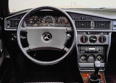 Mercedes-Benz 190E, lovin dat classic interior of the 90s