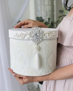 Diy Crafts For Gifts, Diy Arts And Crafts, Wedding Gift Boxes, Wedding Gifts, Diy Gift Box Template, Cake Designs For Girl, Chanel Flower, Vintage Hat Boxes, Christmas Balls Decorations