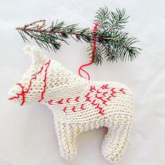 Dala Horse pattern by Claire Garland – Knitting For Beginners 2020 Beginner Knitting Projects, Knitting For Beginners, Knitting Ideas, Free Knitting, Christmas Knitting Patterns, Crochet Patterns, Christmas Crafts, Christmas Ornaments, Crochet Christmas