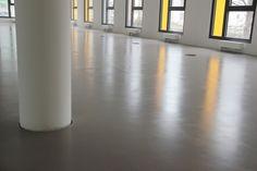 Pavimento in resina opaco realizzato per il recupero di una superficie usurata presente in uno stabilimento russo