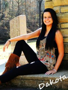 LOVE THE OUTFIT! Senior Picture Ideas for Girls