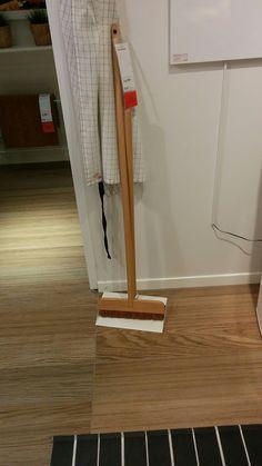 Enfin un joli balais pour la cuisine (vu chez IKEA)
