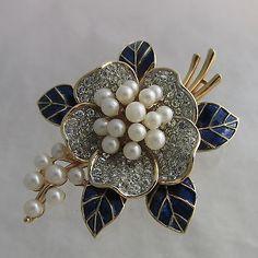 Vintage-Trifari-Blue-Enamel-Diamante-Rhinestone-Pearl-Figural-Flower-Brooch-Pin