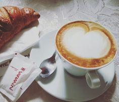 #foodporn #cappuccino #brioches #italy #breakfast
