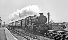 GW Castle 7006 'Lydford Castle' erupts through Taplow with a train for Hereford on 6 June Berkshire, England. Diesel Locomotive, Steam Locomotive, Alaska Train, Pullman Car, Electric, Train Truck, Steam Railway, British Rail, Train Engines