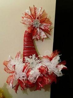 Santa Wreath, Christmas Door Wreaths, Christmas Hat, Holiday Wreaths, Christmas Projects, Holiday Crafts, Christmas Decorations, Christmas Ornaments, Winter Wreaths