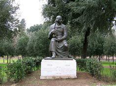 scuStatue of Nikolay Gogol in Villa Borghese, Roma, Italia. Emilia Orlandi.