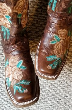 Your wedding day one of the most imoprtant days of your life. So it's only right that you go thorugh it in STYLE! Crazy Shoes, On Shoes, Me Too Shoes, Cowgirl Style, Cowgirl Boots, Head Over Boots, Western Shoes, Country Boots, Wedding Boots