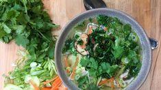 Ingefærsuppe med risnudler og krydderurter