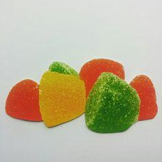 TARJETA PERSONALIZADA  Recorte de revista. #papel #reciclaje #paperlove #manualidades #arte #artesania #tarjetas #mensaje #tarjetaderegalo #diseño #dulces #colores