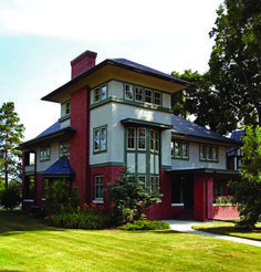 Restoring a Prairie House in Illinois. An avid preservationist breathes new life into a crumbling Prairie-style house designed by a disciple of Frank Lloyd Wright. Craftsman Exterior, Craftsman Style Homes, Craftsman Bungalows, Interior Exterior, Craftsman Kitchen, Exterior Trim, Interior Design, Exterior Colors, Exterior Paint