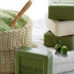 Έχεις Πράσινο Σαπούνι; Δες 11 Χρήσεις Που Έχει Και Θα Ξετρελαθείς! Housekeeping, Beauty Hacks, Decorative Boxes, Home And Garden, Cleaning, Household Tips, Diy, Natural, Home Decor