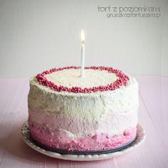 urodzinowy tort z poziomkami