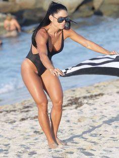 michelle-lewin-in-black-swimsuit-2016-9