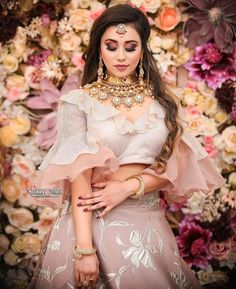 It's wedding season already so put on your lehenga and get ready to start this new year with a bang. Check out the most trendy and stylish blouse designs that you can totally take inspiration from. Choli Designs, Stylish Blouse Design, Fancy Blouse Designs, Bridal Blouse Designs, Blouse Neck Designs, Blouse Styles, Indian Gowns Dresses, Indian Fashion Dresses, Wedding Lehenga Designs