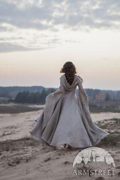 Vue d'arrière de robe « L'Errante » fantastique en lin par ArmStreet
