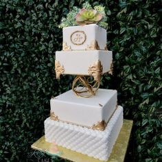 Spread the love Using fresh flowers on wedding cakes has become very popular, with many … Wedding Cake Fresh Flowers, Beautiful Wedding Cakes, Perfect Wedding, Garden Wedding, Boho Wedding, Wedding Day, Wedding Catering, Wedding Venues, Church Wedding Decorations