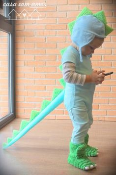 DIY dinosaur costume - cute and easy from casacomamor.com
