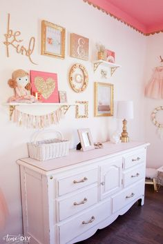 Delicieux How To Create And Hang A Cute Gallery Wall, Perfect For A Girls Room Or  Nursery!