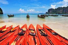 7-red-canoes-on-a-beach.jpg (1200×800)
