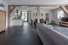 Antraciet natuursteen vloertegel. Leisteen tegel 60x60cm | Kersbergen.nl