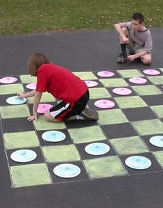 Play Checkers on the Sidewalk - Fun for a less active field day station or a last day of school station! ----or make tic tac toe Field Day Activities, Field Day Games, Summer Activities, Last Day Of School, School Fun, Play Checkers, Outdoor Checkers, Outdoor Games, Play Day