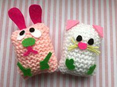 Dieren gebreid van simpele lapjes - knit kids Workshop, Xmas, Christmas Ornaments, Baby Shoes, Home And Garden, Miniatures, Dolls, Holiday Decor, Crochet