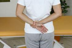 Uvolňující cvičení na ramenní pletenec - komplexní cvičení pro svaly zápěstí, rukou, ramen, zad a dolních končetin Exercise, Fitness, Mens Tops, Ejercicio, Excercise, Work Outs, Workout, Sport, Exercises
