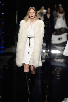 Milano Moda Donna AI 2015/2016: la sfilata di Scervino | Pelliccia bianca | Foto