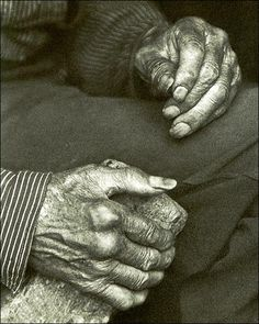Doris Ulmann Photo of a pair of Appalachian laborer hands.