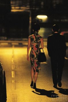 Maggie Cheung & Tony Leung in Wong Kar-wai's In the Mood For Love Cinematographer. Love Film, Love Movie, Movie Tv, Movie Scene, Maggie Cheung, Beau Film, Cinematic Photography, Photo D Art, Serge Gainsbourg