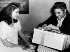Elvis Presley – Happy Birthday Elvis | www.IHeartElvis.net