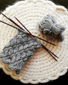 Diy Crochet And Knitting, Tunisian Crochet, Crochet Chart, Knitting Socks, Knitting Patterns Free, Free Knitting, Crochet Patterns, Yarn Projects, Yarn Crafts