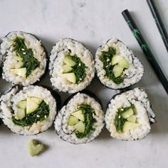 Raw Sesame Kale Sushi with fresh zucchini & crispy cucumber- a perfect healthy snack that's surprisingly easy to prep ahead of time!