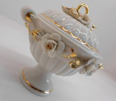 Elegant Favors of Capodimonte porcelain for Marriage. Favors, Marriage, Album, Jewel Box, Crates, Elegant, Valentines Day Weddings, Presents, Guest Gifts