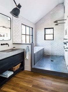 50 Amazing Small Master Bathroom Shower Remodel Ideas and Design Love combo bath/shower 50 lovely small master Exciting Master Small Bathroom Ideas T Scandinavian Bathroom Design Ideas, Bathroom Interior Design, Restroom Design, Modern Bathroom Design, Restroom Decoration, Scandinavian House, Interior Ideas, Kitchen Design, Luxury Bathrooms